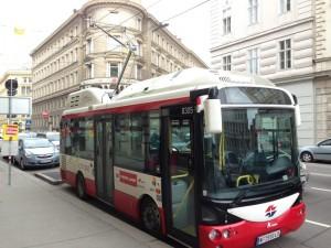 Elektrinis autobusas Vienoje (nuotraukos autorius Andrew Nash, wikimedia.org)