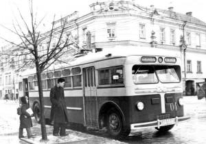Pirmieji Vilniaus gatvėse pasirodė troleibusai MTB-82D. 1956 m., fotografas L.Morozovas, nuotrauka iš Garso ir vaizdo archyvo fondų